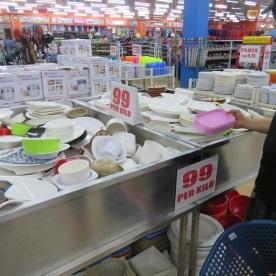 plastic fanastastic 99 pesos = 2 euros per kg (Cagayan d'Oro, Philippines)